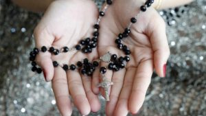 Read more about the article Five Tips For What to Wear To A Rosary Service